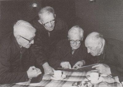 Reünie van oud-koorleden bij de herdenking van het 75-jarig bestaan in 1985. Locatie: benedenzaal van De Ark.